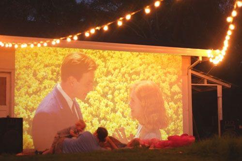 outdoor-backyard-movie-idea