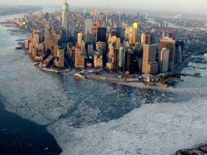 De fortes chutes de neige associées à des masses d'air glacial venant de l'Arctique et de Sibérie ont conduit à des records de froid dans de nombreux Etats de l'Est des Etats-Unis autour du 20 février.A New York, une banquise s'est même formée. Les images du phénomène en grand format.