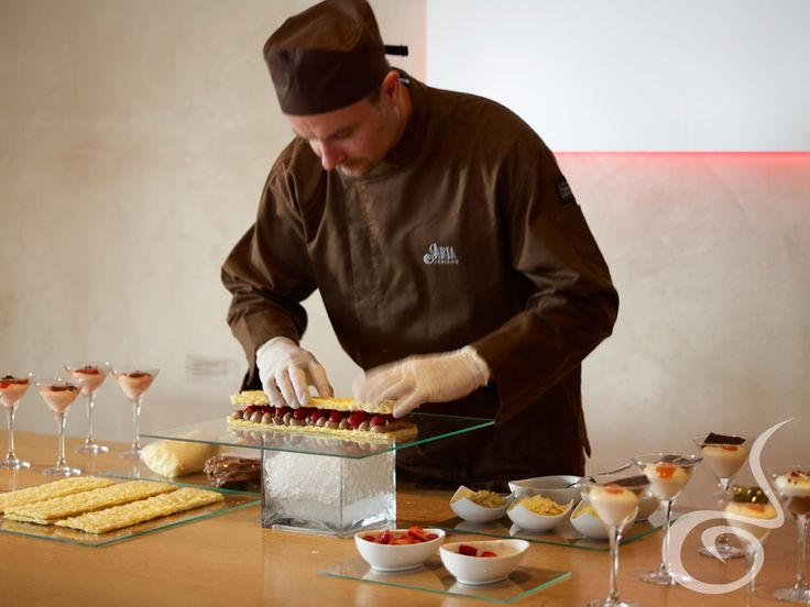 The staff of #ARIAFineCatering prepares fresh deserts for you and your guests