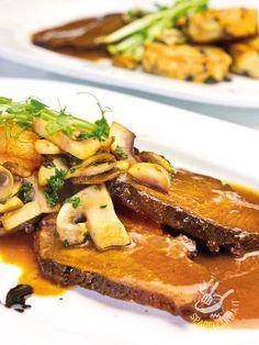Il Girello di vitello ai funghi è un classico della cucina tradizionale del Belpaese, un must della domenica e dei pranzi tutti in famiglia.
