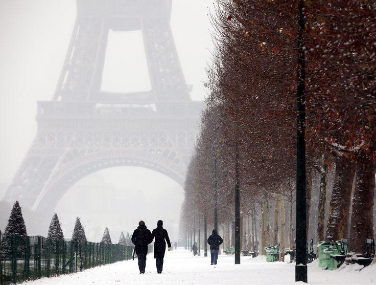 La belle Paris sous la neige d'hiver