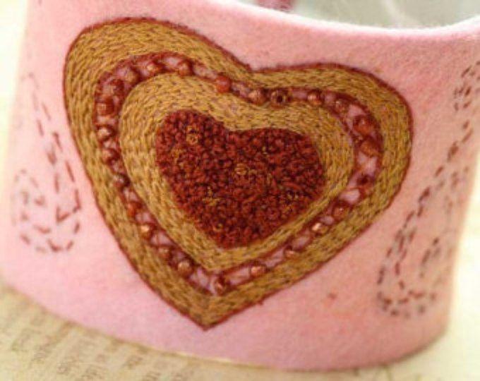 San Valentín pulsera brazalete tejido textil bordado la mano cosida bordado corazón muñeca fieltro de las lanas con cuentas