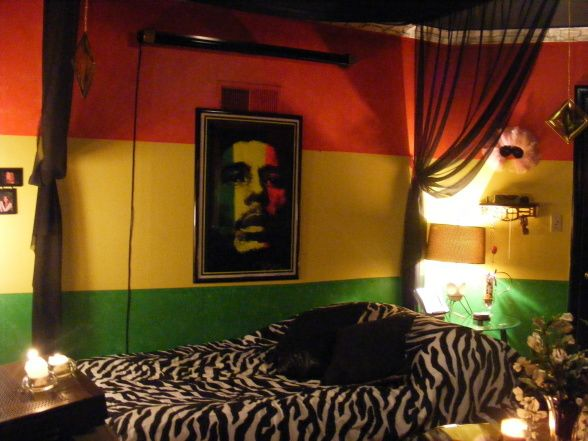 I'm thinking of a Rasta themed room. | Room painting ideas ...