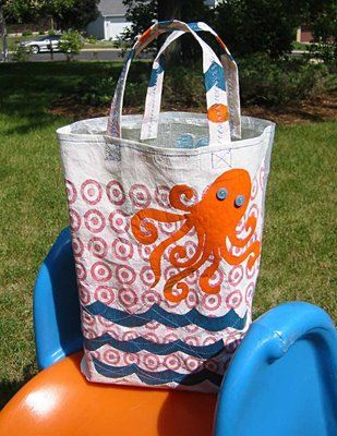 tote made from fused plastic bags - cool DIY project!  Now if only I knew how to sew....