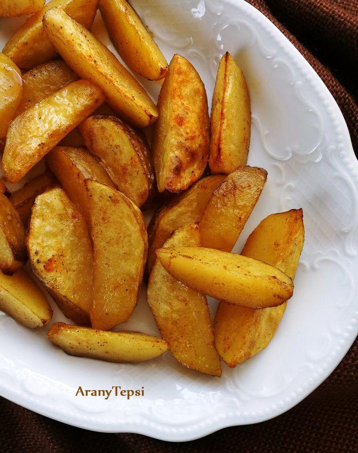 Már van szép újkrumpli a kertben, ezért egy roppant egyszerű sütőben sült köretet találtam ki. A sütés első szakaszában a krumpli szépe...