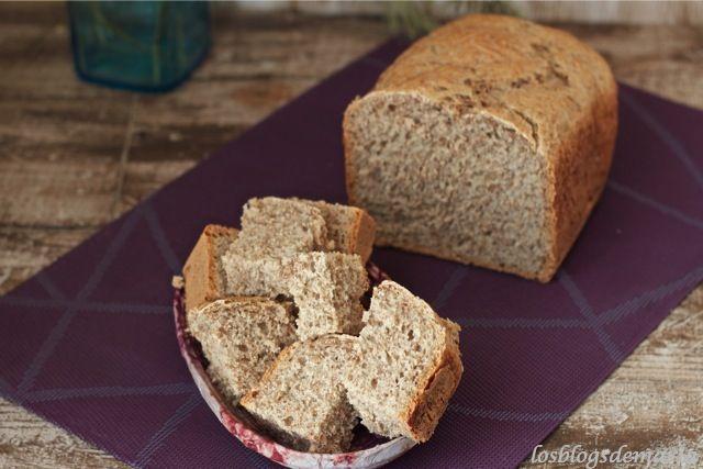 Pan clásico de centeno en panificadora