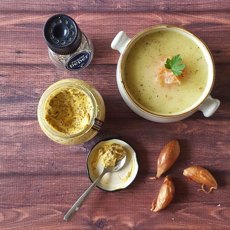 Zolang asperges nog in het seizoen zijn, moet je er volop van genieten! Maak daarom snel deze lekkere aspergesoep met gerookte zalm en mosterd. Waanzinnig lekker!