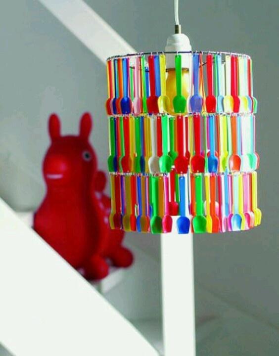 Lampara infantil de cucharas plasticas recicladas - Manualidades para adultos ...