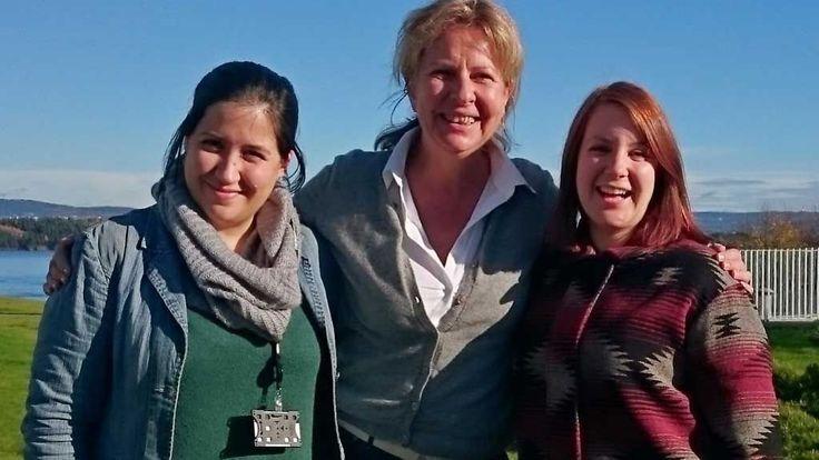 SAMMEN FOR UNGDOM MED KREFTDIAGNOSE: Corneliastiftelsen og World Wide Narrative samarbeider om tiltaket «Digitale sykehusfortellinger». Fra venstre Merete Grimeland, Anne Fi Troye og Therese Byhring.