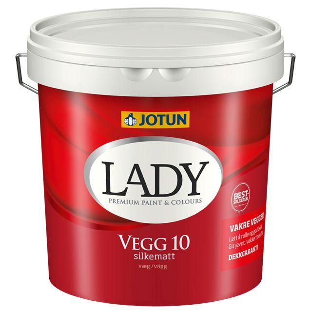Beskrivelse af Lady vægmaling 10 Lady vægmaling 10 har vi som 0,75-2,7-4,5-10 liter. Det er en opløsningsmiddelfri vandfortyndbar akrylmaling til indendørs brug i tørre rum. Den er nem at påføre, dækker godt og er nem at holde ren. LADY Vegg 10 giver en silkemat overflade og er velegnet til vægflader, som udsættes for belastning.  LADY Vegg 10 er baseret på de bedste råvarer – noget som giver produktet ekstra god vedhæftning og et virkelig flot slutresultat.  Silkematte overflader passer…
