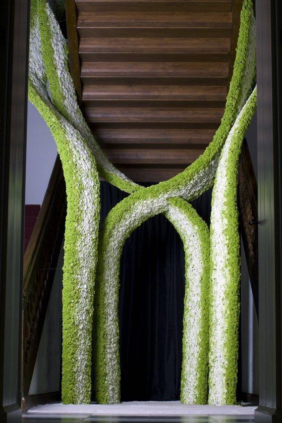 Royal Wedding . Staircase decoration - Alden Biesen, Bilzen, BE #StefAdriaenssens