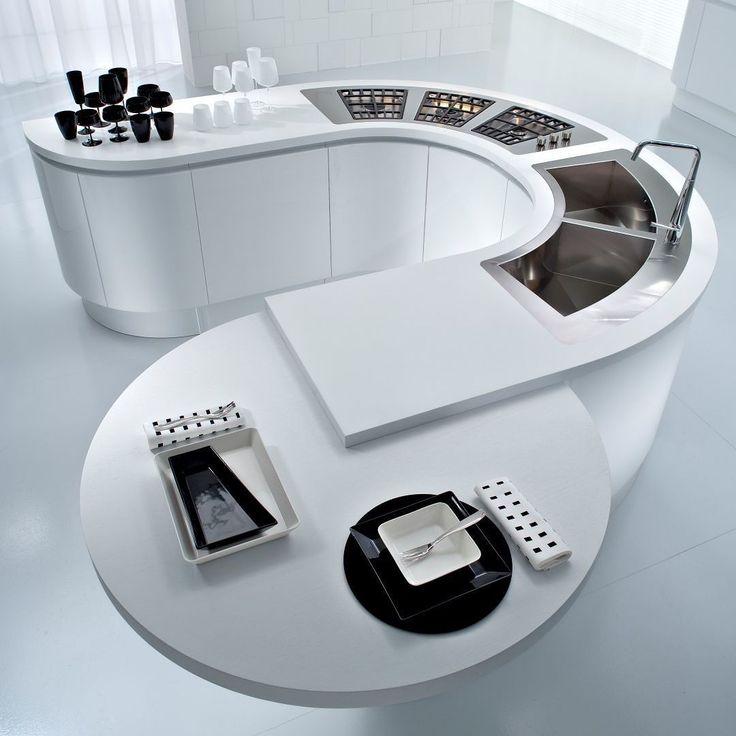 Desde el 1956 PEDINI Italia es la única marca de cocinas a nivel mundial capaz de ofrecer mobiliario curvo y funcional.