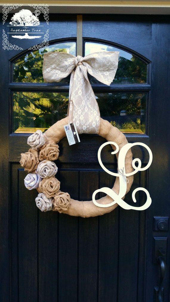 """Toile de jute Wreath - Rosettes de toile de jute - Roses - avec toile de jute & dentelle Bow 14"""" ou 18"""" - couronne de monogramme - monogramme - lettre - Couronne - Bienvenue Couronne"""