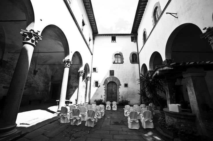 Bryllup i slottsgården.  www.italienskebryllup.no