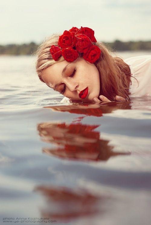 rose red: Hair Photography, Makeup Water Photoshoot, Rose Red, Red Flowers, Red Rose Photography Kiss, Red Lips, Photos Shoots, Flowers Pictures, Flowers Girls Red Rose