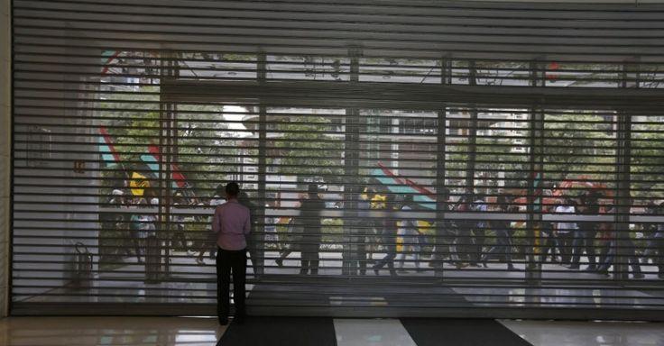 Shopping de luxo fecha as portas, e manifestantes fazem BO por racismo