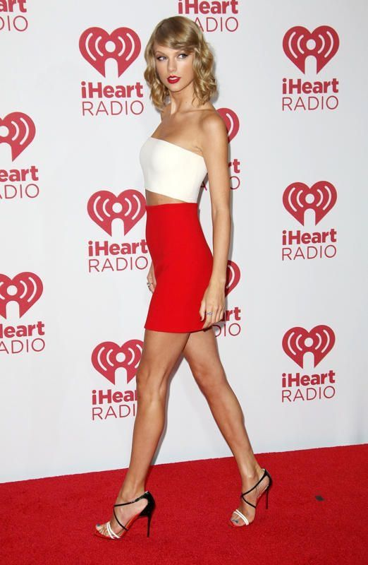 "Taylor Swift. 5'10"". (5'10.5"" ?). Pop Singer. #Taylor_Swift #Taylor #Swift"