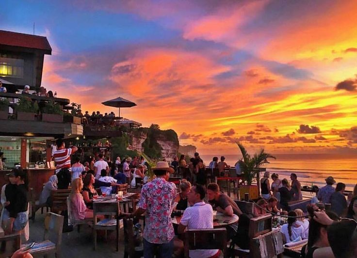 Single Fin  Pantai Suluban, Jl. Labuan Sait, Uluwatu A sprawling, lively bar spread over three floors, Single Fin is the essential place in Uluwatu for Bintangs and beach views. Go for lunch to watch the surfers in action and stay after sunset if you're looking for a party. [$]