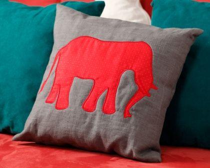 Leuk olifantenproject gepucliceerd in Stitch At Home 44 (Winter 2014). Het project bestaat uit 3 olifanten allemaal op een andere manier gedigitaliseerd.