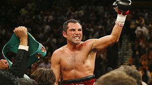"""HBO Boxing: Oscar De La Hoya #rent #to #own #homes http://rental.nef2.com/hbo-boxing-oscar-de-la-hoya-rent-to-own-homes/  #oscar de # Oscar De La Hoya Bio May 3, 2008 Weight Class: Light Middleweight Record: 39-6   30 KOs Hometown: Los Angeles, CA Birthdate: February 4, 1973 Height: 5 10 Nickname: Golden Boy A superstar whose popularity transcends boxing, Oscar De La Hoya is considered to be one of the best fighters in the world at any weight – """"Pound-for-Pound."""" He is also the biggest…"""