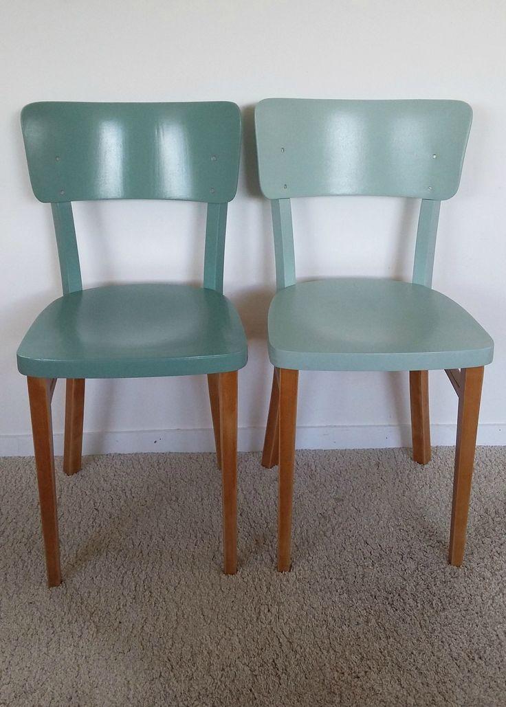 2 chaises bistrot THONET revisitées, vintage années 50, esprit scandinave Entièrement restaurées, décapées, mises en teinte vert...