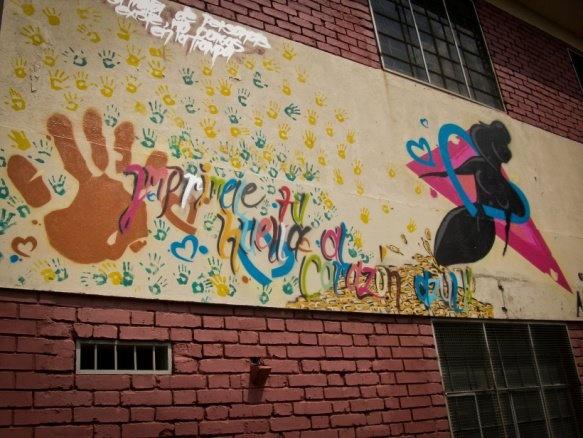 Cali, Colombia: Students' wall paintings as part of a UNODC awareness programme around human trafficking. // Cali, Colombia: Murales pintados por estudiantes como parte del programa de conciencia de UNODC encontra la trata de personas.