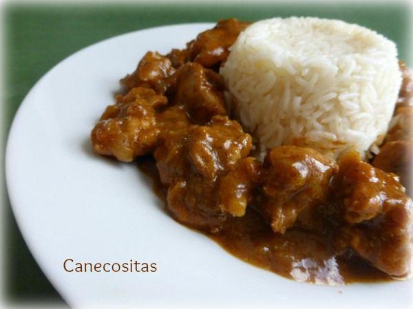 Disfruta de un plato indio, acompañado de pan rápido o arroz.