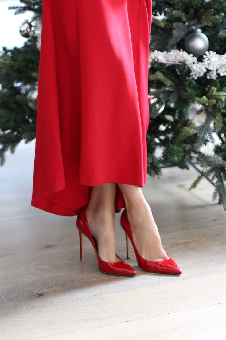 Ingredients: Dress – Roland Mouret(I also love this long red dresseshere,here, here& here) Pumps – Gianvito Rossi(same red shoes in velours here) Lipstick – Giorgio Armani