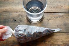 Часто в десертах требуется использовать растопленный шоколад. Он нужен для ганаша, крема, теста и просто для украшения готовых десертов. Существует множество способов растопить шоколад: нагреть в микроволновке, растопить в сотейнике на медленном огне или водяной бане. Каждый пользуется тем способом, который нравится больше. Главное требование — не перегреть шоколад, иначе он безвозвратно свернется (появляются комочки,...
