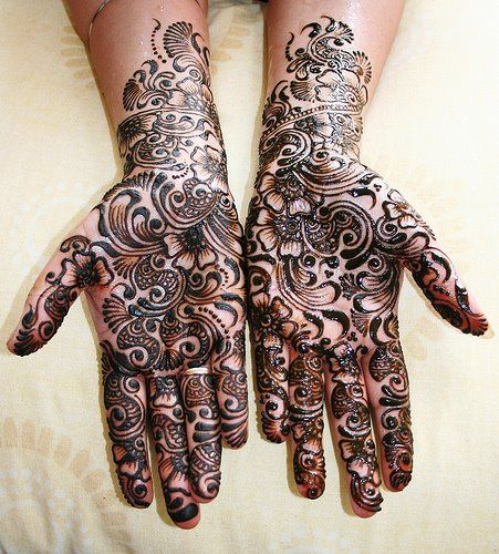Beautiful henna design. Possibly some inspiration for a mastectomy tattoo.