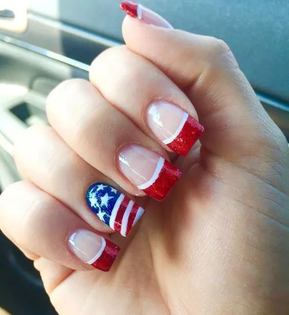 Patriotic American Flag Summer Design With Negative Space For Wide Nails