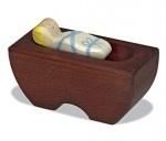 Für Kinderhände gemacht: Die Holztiger-Krippen aus einheimischem Holz und mit Lacken und Farben auf Wasserbasis. Bei der Holztiger Krippe 1, zu der auch dieses Jesuskind mit Krippe (Art.-Nr. 80.298) gehört, sind die stehenden Figuren ca. 18 cm groß.