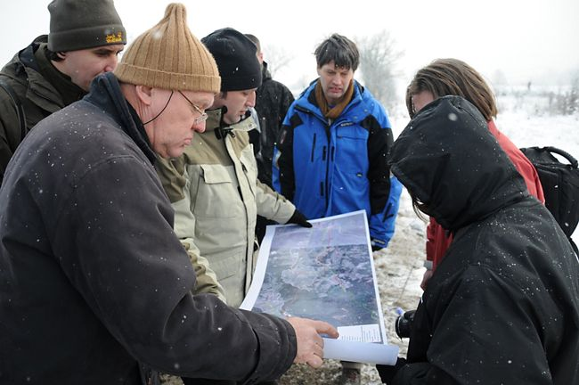 Djuro Huber (Croatia), Gerard Smit (Netherlands), Radu Mot (Romania) and Diana Zlatanova (Bulgaria) visit the proposed new track of the Deva-Lugoj motorway in Romania. They discuss the possibilties to mitigate negative effects on carnivores (photo Lazaros Georgiadis).