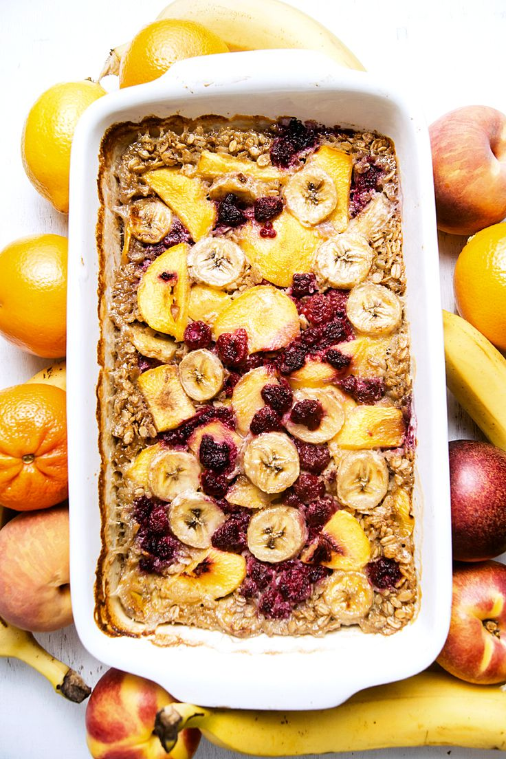 Baked oatmeal with peaches, raspberries and banana