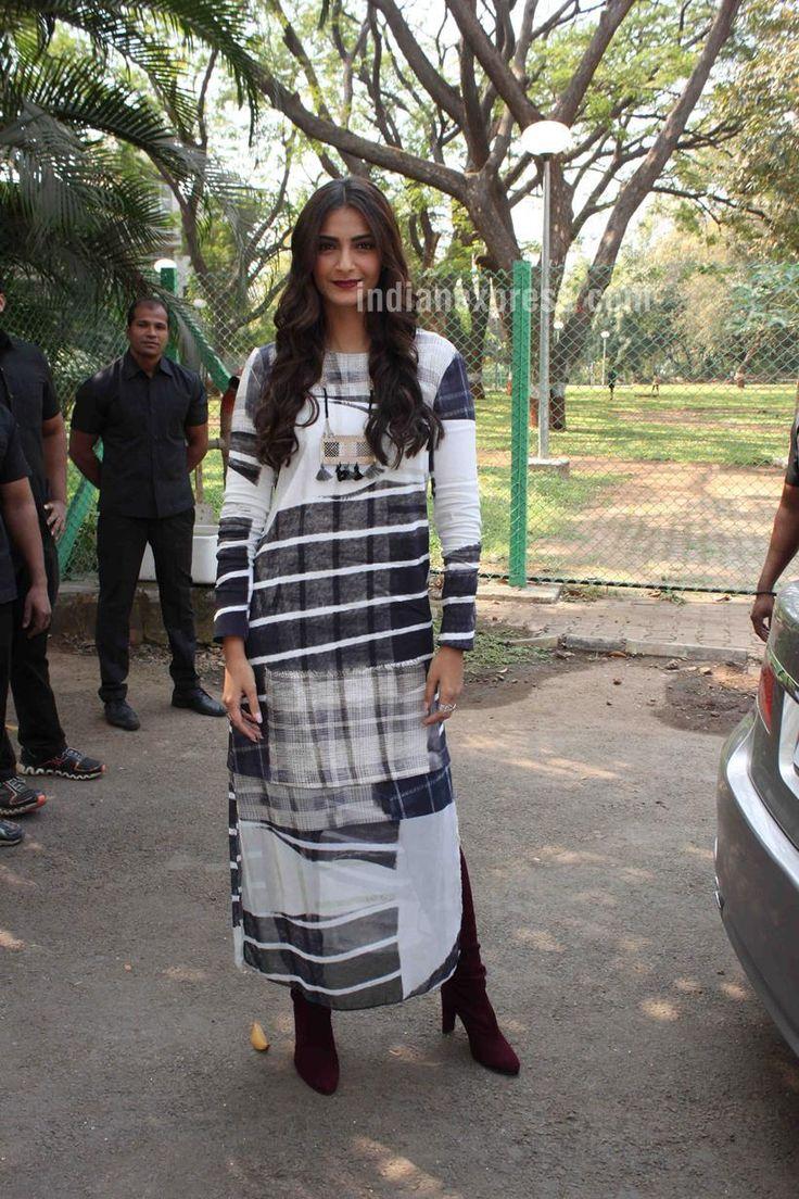 Sonam Kapoor promoting #Neerja at IIT, Powai.