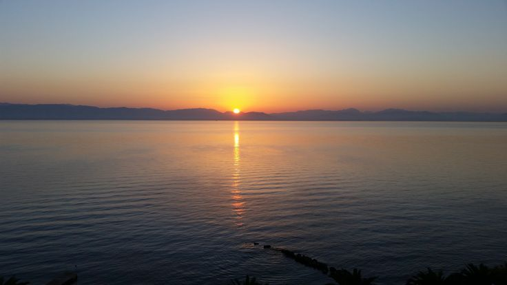 Sunrise on the island of Corfu. Wschód słońca na Korfu