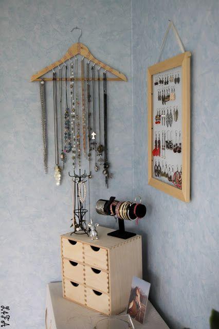 les 25 meilleures id es de la cat gorie vitrines de bijoux. Black Bedroom Furniture Sets. Home Design Ideas