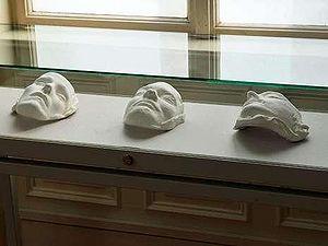 """Totenmasken der RAF, Esslingen 2010  Eine Ausstellung in Esslingen, die sich mit den Umbrüchen des Jahres 1969 auseinandersetzte geriet u.a. deshalb in die Kritik, weil in ihr die Totenmasken von Jan-Carl Raspe, Gudrun Ensslin und Andreas Baader gezeigt wurden. Politiker reagierten entsetzt und forderten dazu auf, die Masken zu entfernen. Eine Mitarbeiterin des Kulturamtes sah sogar den Ausstellungsort """"entweiht"""". (MZ 31.3.2010)"""