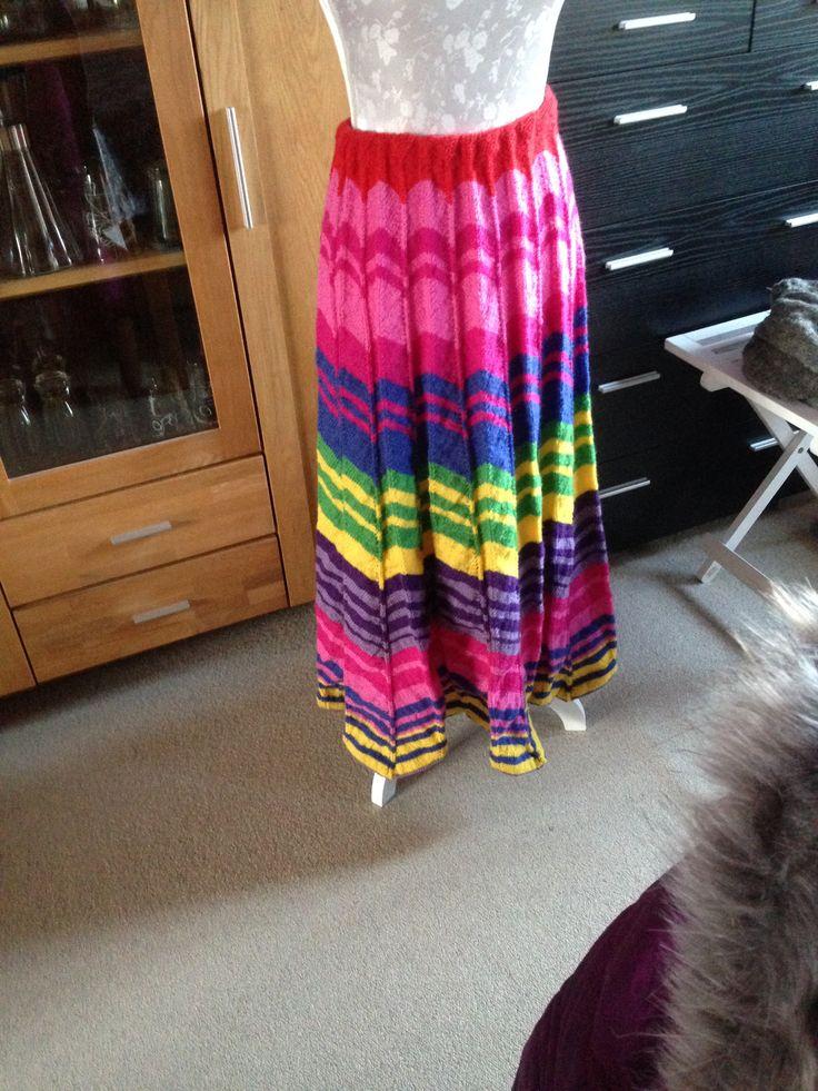 Lang nederdel strikket efter Annette Danielsen´s opskrift Efterår
