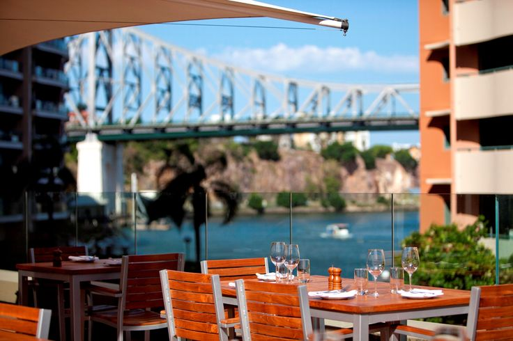 Immerse yourself in rich history in one of Australia's oldest cities, Brisbane. The M-deck is the best place to go if you want to unwind with your favorite drink while enjoying the scenic views at the Brisbane Marriott Hotel.
