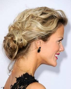 wedding hair, messy updo, bridal hair, messy bun, tousled bun, soft curls, wedding hair, wedding updo