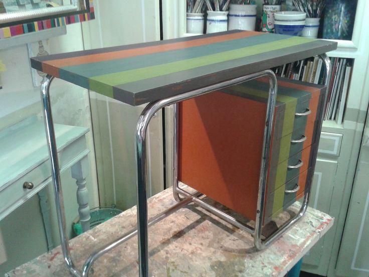 scrivania di legno e metallo ridipinta