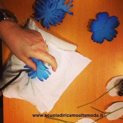 #Corso di #fiori in #seta per la #moda. Corso organizzato dalla #ScuoladiricamoAltamoda a Roma. #Fiori #bluette #fattoamano  dagli allievi della scuola. Per info www.scuoladiricamoaltamoda.it