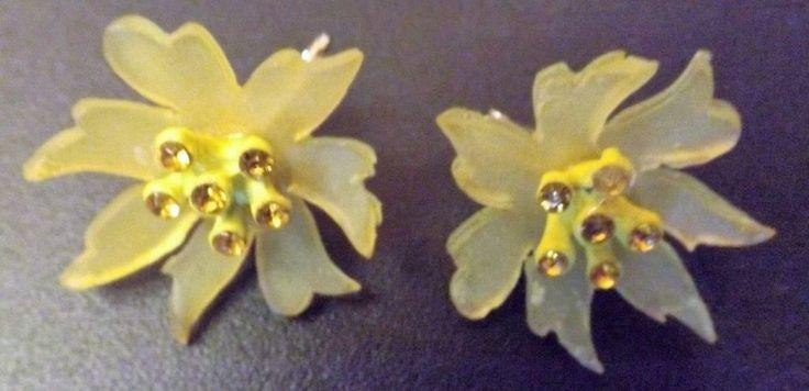 Vtg 50s 60s Yellow Plastic Lucite Rhinestone Flower Floral Clip Earrings