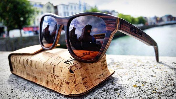 Móler wooden glasses.  Pioneros en gafas de madera de sol y de vista de moda hechas a mano en España. Ebanistas profesionales con más de 40 años de experiencia. Foto realizada en el centro de Dublin (Ireland)