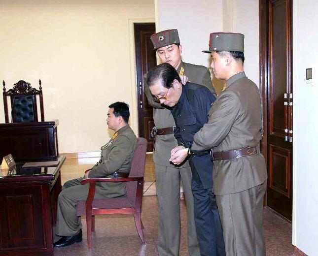 Jang Song-Thaek Corée du Nord: l'oncle du dictateur nord-coréen Kim Jong-Un, Jang Song-Thaek, serait mort dévoré par 120 chiens affamés - See more at: http://informationsurlapolitique.blogspot.ca/2014/01/coree-du-nord-loncle-du-dictateur-nord.html#sthash.Hmgwfxs5.dpuf