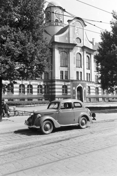 --- Beuthen 1930 [Bytom Poland] --- - ▶  Europeana United Archives ◀ - Ein Ausflug nach Beuthen, Deutsches Reich 1930er Jahre. A trip to Beuthen, Germany 1930s. ◀ via Pinterest ^ (lalki) https://de.pinterest.com/irenaydowicz/bytom/