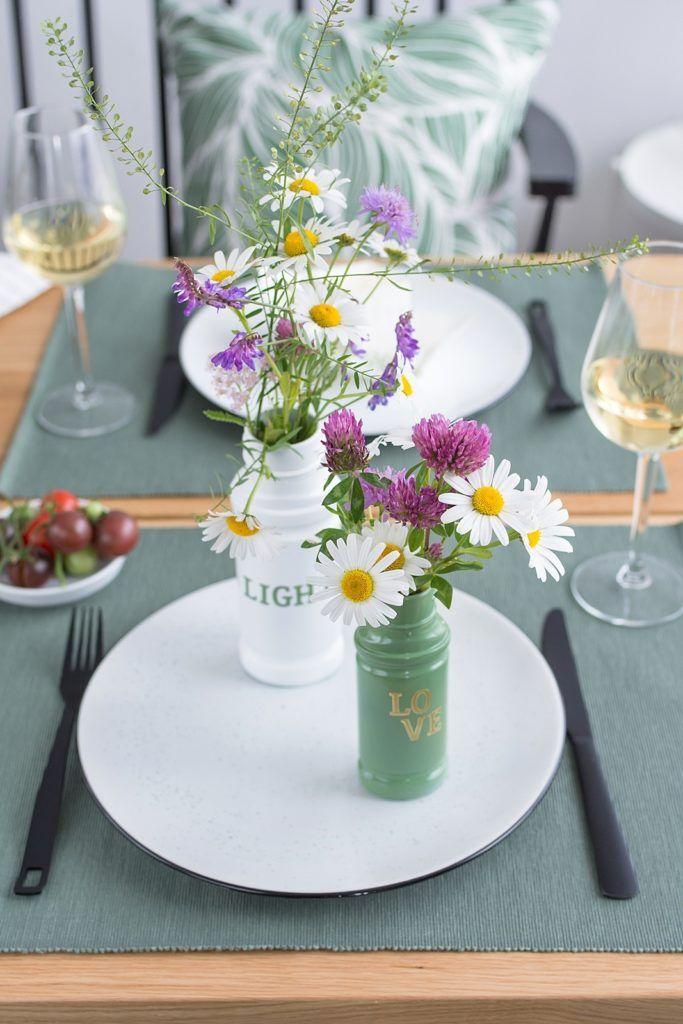 Schone Deko Idee Fur Den Sommertisch Upcycling Vasen Aus Glasern