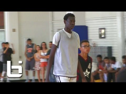 Manute Bol's son is a 6-10 high school freshman and a big college prospect (VIDEO) | CollegeBasketballTalk