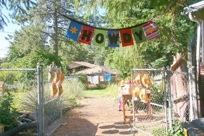 """love the welcome gate """"Howdy"""""""